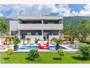 Appartementen Gabriel's Paradise Kastel Luksic, Kwadratuur 56,00 m2, Accommodatie met zwembad, Lucht afstand naar het centrum 800 m