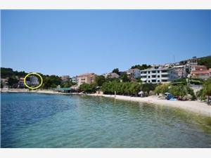 Boende vid strandkanten Šibeniks Riviera,Boka Jakov Från 404 SEK
