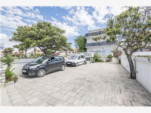 Apartments and Rooms Mara Dalmatia, Size 16.00 m2, Airline distance to the sea 200 m, Airline distance to town centre 90 m