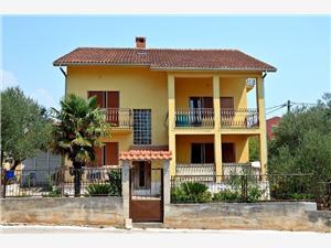 Апартамент Gordana Vinisce, квадратура 24,00 m2, Воздуха удалённость от моря 200 m, Воздух расстояние до центра города 150 m