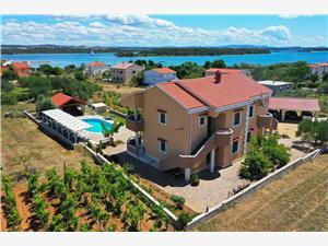 Dom Villa Dada Pasman, Rozloha 300,00 m2, Ubytovanie sbazénom, Vzdušná vzdialenosť od mora 200 m