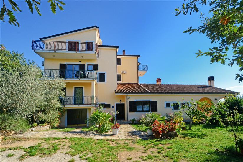 Apartments Albina Valiza
