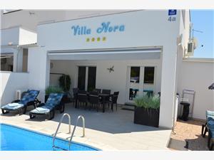 Vila Nora Vir - otok Vir, Kvadratura 75,00 m2, Namestitev z bazenom, Oddaljenost od morja 200 m