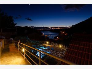 Hiša VILA GRŠČICA Južnodalmatinski otoki, Kvadratura 120,00 m2, Namestitev z bazenom, Oddaljenost od morja 150 m