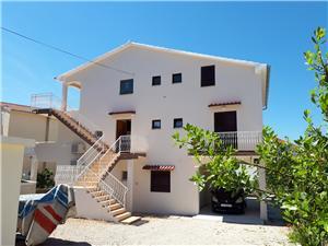 Appartamenti Ivo Brodarica, Dimensioni 90,00 m2, Distanza aerea dal mare 50 m, Distanza aerea dal centro città 300 m
