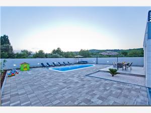 вилла Blažen Bogomolje, Дома в уединенных местах, квадратура 180,00 m2, размещение с бассейном