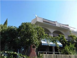 Appartementen Maja Okrug Gornji (Ciovo), Kwadratuur 70,00 m2, Lucht afstand tot de zee 100 m