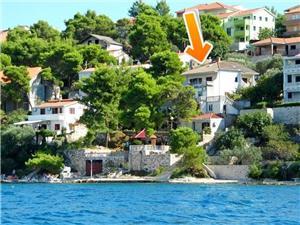Appartement Jakov Okrug Donji (Ciovo), Kwadratuur 80,00 m2, Lucht afstand tot de zee 50 m, Lucht afstand naar het centrum 600 m