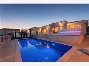 Villa Puccini Isztria, Méret 220,00 m2, Szállás medencével