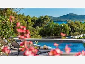 Villa Song of Flower 2 Biograd, Superficie 400,00 m2, Hébergement avec piscine, Distance (vol d'oiseau) jusque la mer 220 m