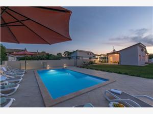 Villa Kavaljer Novigrad, Kwadratuur 130,00 m2, Accommodatie met zwembad
