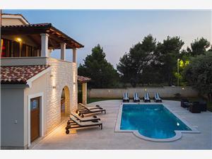 Villa Smrikve Medulin, квадратура 250,00 m2, размещение с бассейном