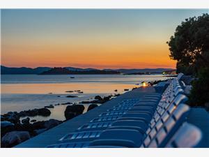 Domek mobilny Pecten exclusive 2 Pakostane, Powierzchnia 32,00 m2, Odległość do morze mierzona drogą powietrzną wynosi 15 m, Odległość od centrum miasta, przez powietrze jest mierzona 700 m