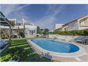 Apartmani Manda Vodice, Kvadratura 30,00 m2, Smještaj s bazenom, Zračna udaljenost od mora 70 m