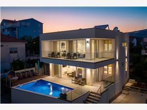 Vila Villa Z&Z Seget Vranjica, Kvadratura 250,00 m2, Smještaj s bazenom, Zračna udaljenost od mora 50 m