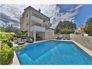 Apartmani Punta Okrug Donji (Čiovo), Kvadratura 37,00 m2, Smještaj s bazenom, Zračna udaljenost od mora 180 m