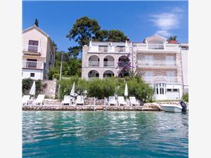 Apartmány Seaside Bobovisce, Prostor 27,00 m2, Vzdušní vzdálenost od moře 10 m, Vzdušní vzdálenost od centra místa 50 m