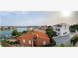 Appartamenti Pulić Zaboric (Sibenik), Dimensioni 35,00 m2, Distanza aerea dal mare 150 m, Distanza aerea dal centro città 440 m
