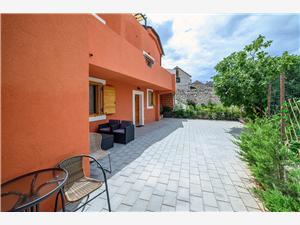 Appartamenti ORŠULA Sebenico (Sibenik), Dimensioni 48,00 m2, La distanza dal entrata del parco Nazionale 13 m, Distanza aerea dal centro città 400 m