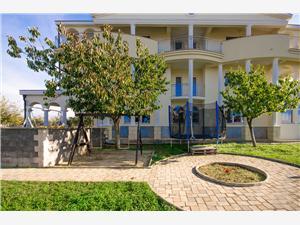 Apartmány Cornelia Sv. Filip i Jakov, Rozloha 40,00 m2, Vzdialenosť od vchodu do Národného parku 50 m