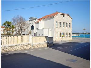 Апартамент Milka Vodice, квадратура 70,00 m2, Воздуха удалённость от моря 80 m, Воздух расстояние до центра города 50 m