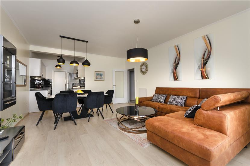 Apartament Golden Oasis