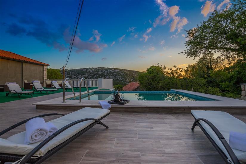 Villa Luxury Stone