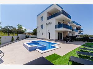Hébergement avec piscine Split et la riviera de Trogir,Réservez Buldog De 515 €