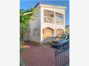 Апартаменты Karolina , квадратура 84,00 m2, Воздуха удалённость от моря 250 m