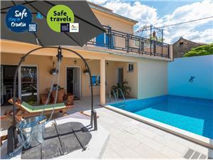 Vila Odiseja Tribalj, Kvadratura 110,00 m2, Smještaj s bazenom, Zračna udaljenost od centra mjesta 800 m