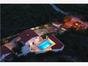 Afgelegen huis Split en Trogir Riviera,Reserveren Anber Vanaf 300 €