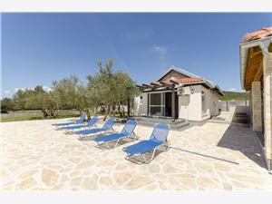 Дом Hacienda Tribunj, Дома в уединенных местах, квадратура 60,00 m2, размещение с бассейном