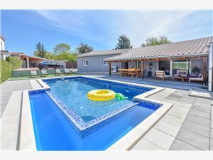 Willa Pave Pakostane, Powierzchnia 80,00 m2, Kwatery z basenem, Odległość od centrum miasta, przez powietrze jest mierzona 600 m