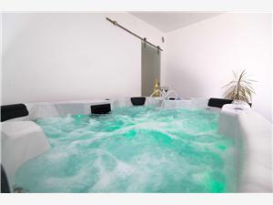Vakantie huizen De Crikvenica Riviera en Rijeka,Reserveren DENIS Vanaf 109 €