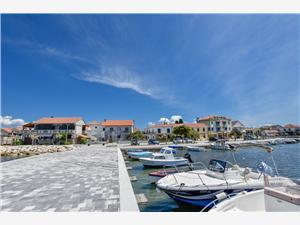Apartmán Danica Sukosan (Zadar), Prostor 120,00 m2, Vzdušní vzdálenost od moře 10 m, Vzdušní vzdálenost od centra místa 50 m