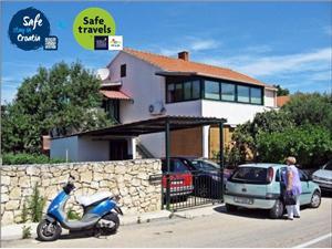 Apartament Rina Supetar - wyspa Brac, Powierzchnia 60,00 m2, Odległość do morze mierzona drogą powietrzną wynosi 30 m, Odległość od centrum miasta, przez powietrze jest mierzona 300 m