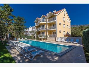Apartmány Villa Anne Jadranovo (Crikvenica), Prostor 45,00 m2, Soukromé ubytování s bazénem, Vzdušní vzdálenost od centra místa 400 m
