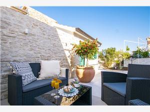 Vakantie huizen Bude Tribunj,Reserveren Vakantie huizen Bude Vanaf 235 €