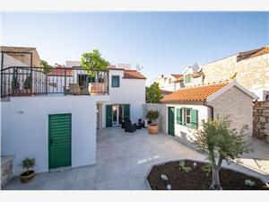 House Villa Bude Tribunj, Size 120.00 m2, Airline distance to the sea 200 m, Airline distance to town centre 100 m