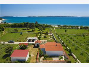 Villa Emily Peroj, Größe 80,00 m2, Luftlinie bis zum Meer 80 m