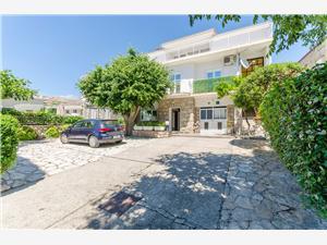 Apartamenty Zora Starigrad Paklenica, Powierzchnia 100,00 m2, Odległość do morze mierzona drogą powietrzną wynosi 100 m, Odległość od centrum miasta, przez powietrze jest mierzona 400 m
