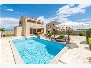 Villa St. Vid 1 Riviera de Zadar, Maison de pierres, Superficie 130,00 m2, Hébergement avec piscine