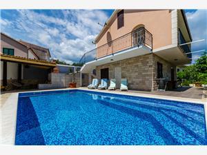 Smještaj s bazenom Split i Trogir rivijera,Rezerviraj Alka Od 2400 kn
