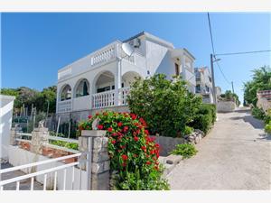 Lägenhet Zvonimir Necujam - ön Solta, Storlek 62,00 m2, Luftavstånd till havet 90 m, Luftavståndet till centrum 800 m