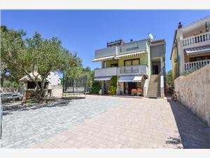 Апартаменты Yelkouan Biograd, квадратура 30,00 m2, Воздуха удалённость от моря 10 m