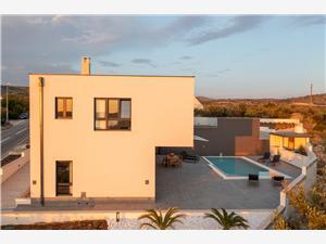 Vila Smiljana Milna - ostrov Brac, Prostor 320,00 m2, Vzdušní vzdálenost od centra místa 500 m