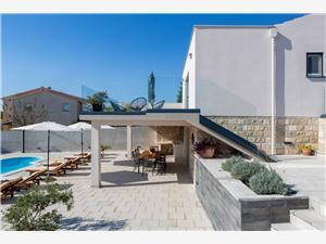 Vila Petra Kastel Sucurac, Kvadratura 90,00 m2, Namestitev z bazenom