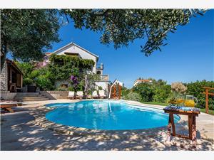 Villa Family Arbanija (Ciovo), Méret 150,00 m2, Szállás medencével, Központtól való távolság 800 m