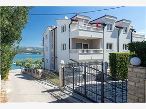 Alloggio vicino al mare Riviera di Spalato e Trogir (Traù),Prenoti Tokić Da 58 €