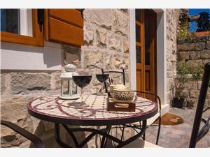 Location en bord de mer Les iles de la Dalmatie centrale,Réservez Tia De 150 €